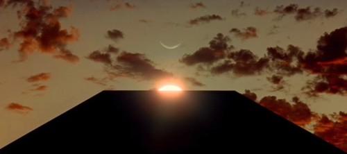 Immagine 3.9 monolito e sole.jpg