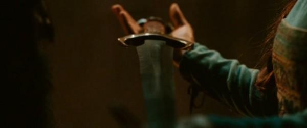16 fata consegna la spada dei re all'uomo giusto.jpg